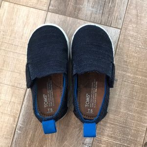 T5 TOMS slip on shoes